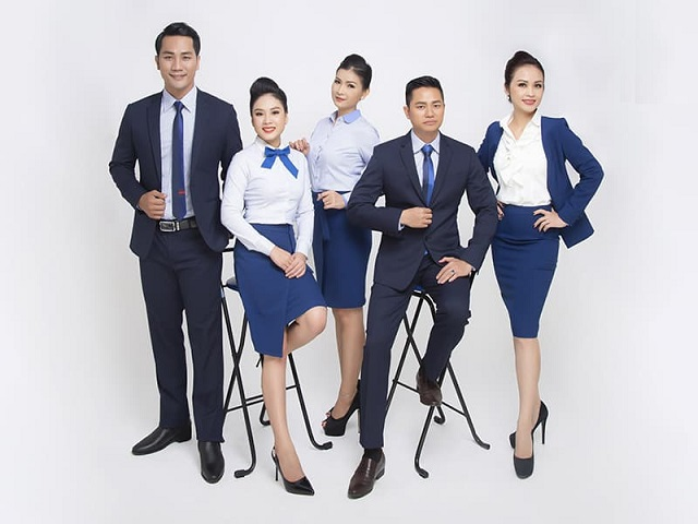 Đồng phục văn phòng cần thể hiện được thương hiệu của doanh nghiệp