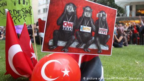 Φίμωση των ΜΜΕ καταγγέλλει η τουρκική αντιπολίτευση