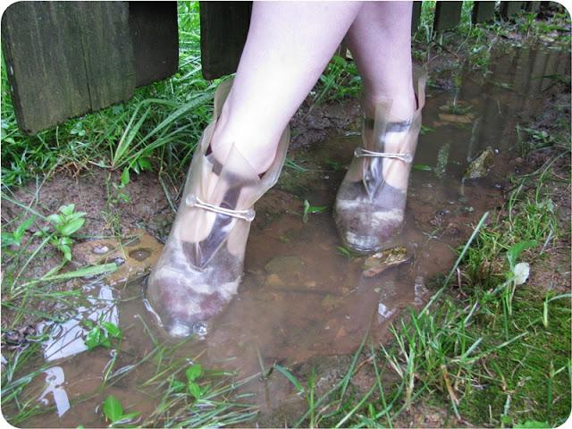 vintage plastic overshoes retro rain boots via Va-Voom Vintage