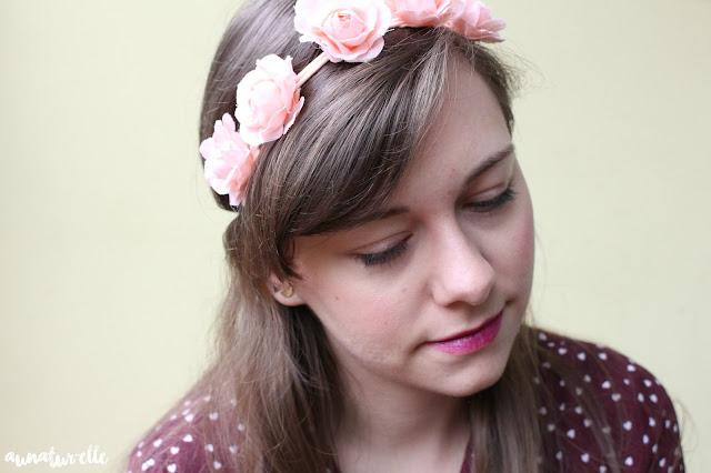 coiffure cheveux long headband à fleurs