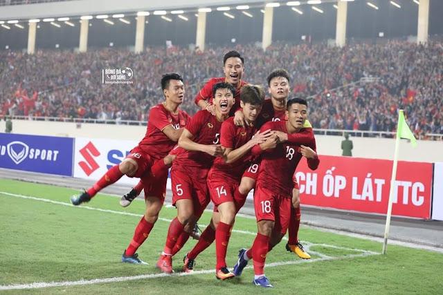 các cầu thủ Việt Nam vui mừng chiến thắng