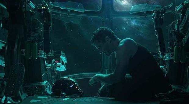 Tony Stark Tak Sendiri Terkatung-katung di Luar Angkasa