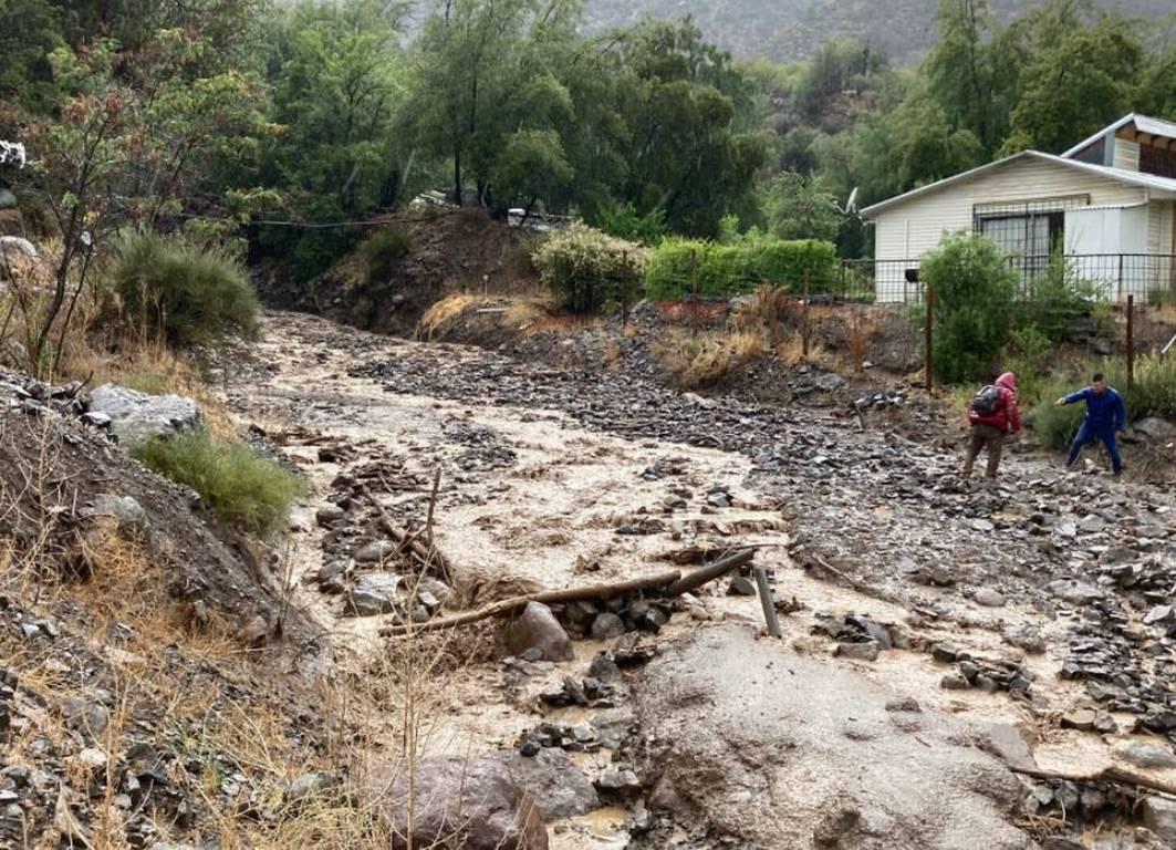 VIDEOS: Fuertes lluvias causan deslizamientos y aluviones en Chile