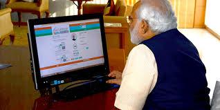 प्रधानमंत्री क्यों हो रहे सोशल मीडिया से दूर ?