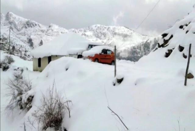 भारी बर्फबारी की चेतावनी के बीच दो जिलों में स्कूलों की छुट्टियां बढ़ाई गईं
