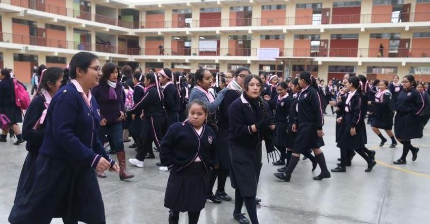 Profesores y escolares acuden a sus centros educativos en todo el país, informó el Ministro de Educación, Daniel Alfaro - www.minedu.gob.pe