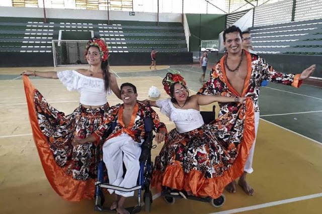 Bailarinos em cadeira de rodas disputaram campeonato em Minas Gerais