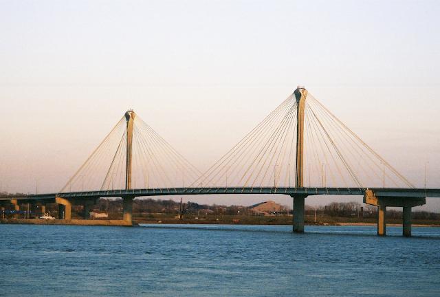 color photo from wikipedia of new Clark bridge over Mississippi River in Alton