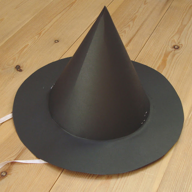 A witches hat made out of 2 sheets of A3 card