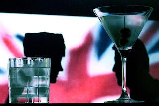 Wodka Martini und Bacardi on the Rocks in Der Spion, der mich liebte