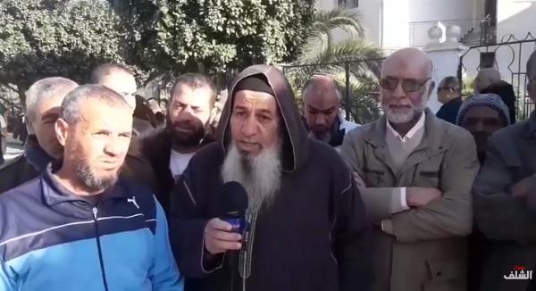 في وقفة إحتجاجية  ..  سكان حي مداحي  بالشلف يطالبون بمشروع التهيئة الحضرية