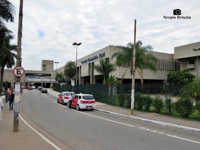 Vista ampla da parte frontal do Terminal Rodoviário Tietê - Santana - São Paulo