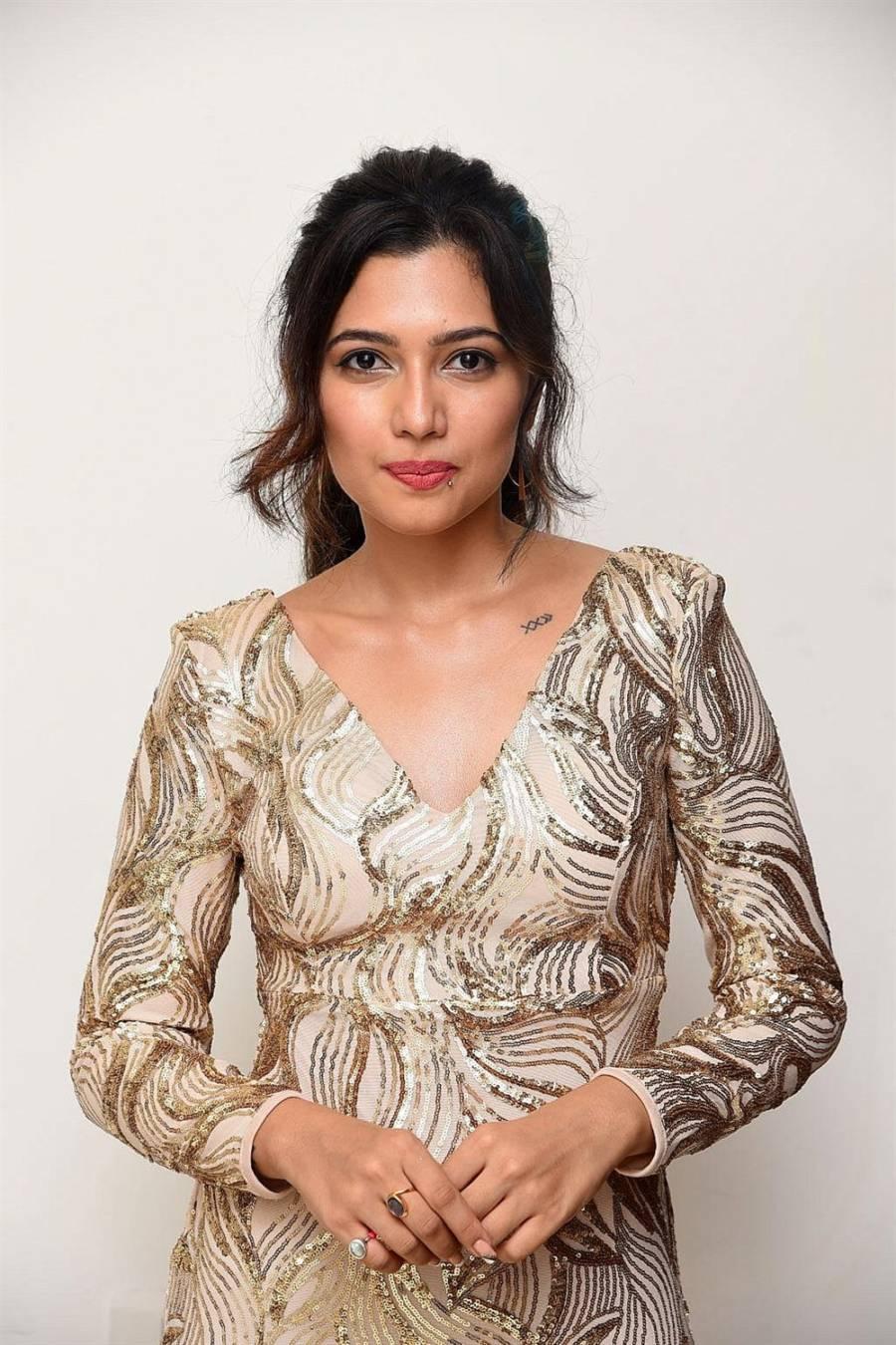Beautiful Indian Girl Anshula Photoshoot In White Dress