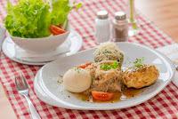 Knödelvariation-mit-Salat