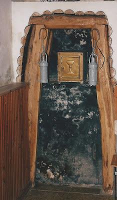 Sagrario, bocamina, en la iglesia de San Jorge de Tormaleo. 1999