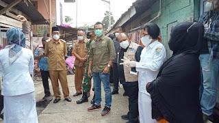 Wabup Batanghari H Bakhtiar Bersama Hasbi Ansory Anggota DPR- RI , Beri Bantuan kepada Pasien yang Sembuh Covid-19