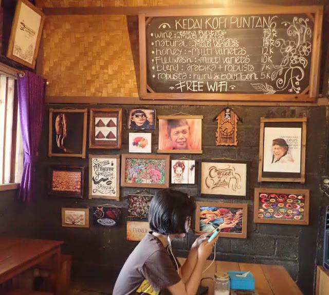 fasilitas di kedai kopi gunung puntang