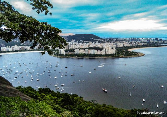 Enseada de Botafogo e o bairro do Flamengo vistos da Urca