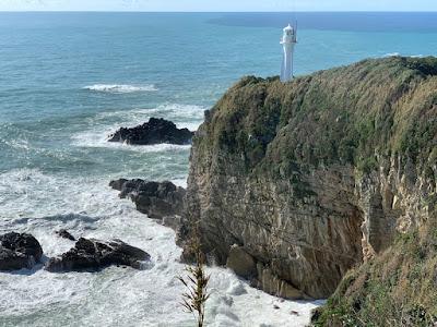 足摺岬展望台から灯台を見る・その2