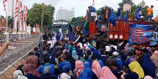 Massa Buruh Gelar Aksi di DPR Hari Ini, Ini 3 Tuntutannya