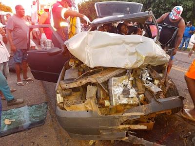 Dois homens ficam presos nas ferragens em acidente na BR-330