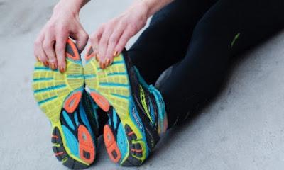 アスファルトを走るマラソンやそのトレーニングではシューズ選びも重要なポイントとなります