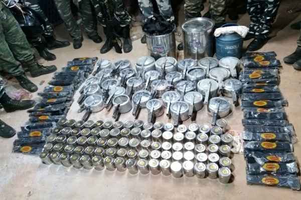 gumla-anti-naxel-operation-jharkhand-police-found-war-materials