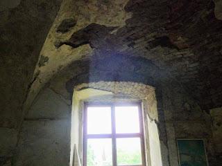 Замок Сент-Міклош. Склепіння над вікнами