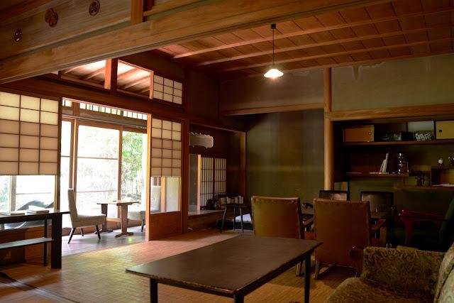 Swan鵝牌極致鵝絨日式刨冰 鵝絨雪花冰  雪松林裡的療癒咖啡館|如花瓣朝露般的鵝絨冰 吹上の森 吹上の森完整保有古民家建築與骨董內裝家具-swan-kakigori-fukiagenomori-cafe-historical-wooden-house-interior-antique-furniture
