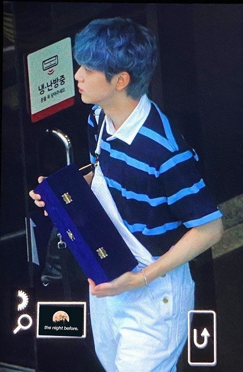TXT 수빈, '뮤직 뱅크'이후 빅 히트 엔터테인먼트에 방탄 소년단 트로피 전달| TXT's Soobin quickly delivers BTS's trophy to Big Hit Entertainment after 'Music Bank'
