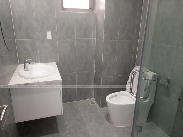 Hình thực tế thiết kế và thi công xây dựng thô đến hoàn thiện full nội thất căn hộ chung cư Saigon South Residences Phú Mỹ Hưng - SSR - Toilet Phòng Master