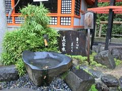 八坂神社美容水
