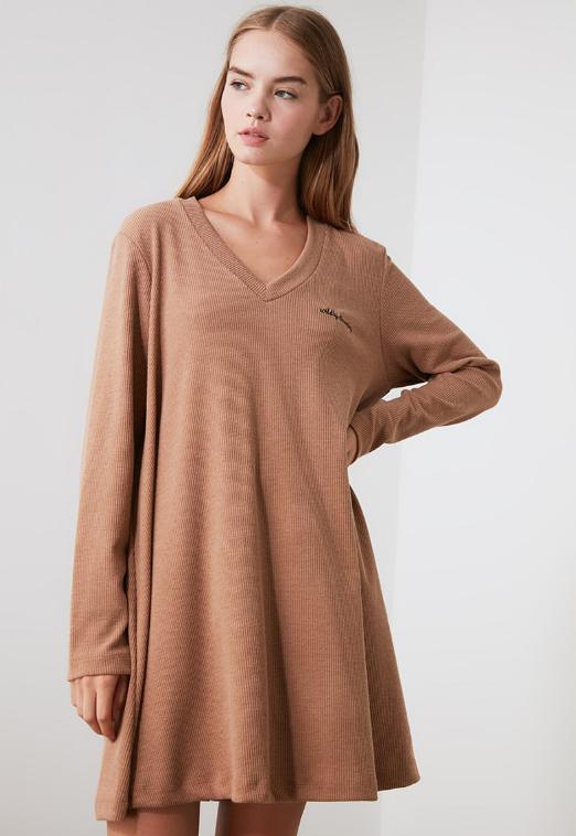 Trendyol Rochie camel mini evazata, tricotata, cu decolteu in V