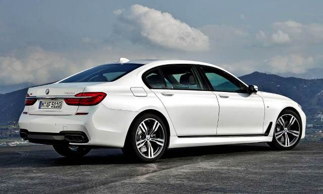 2017 BMW M7 Review