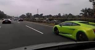 Apa yang anda lakukan saat pedal gas macet pada kecepatan mobil 150 km per jam, Agung Car