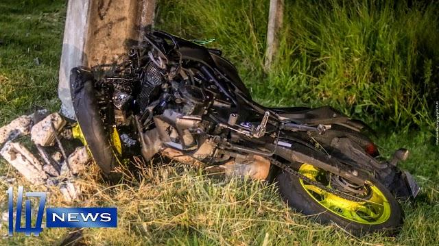 Jovem que pilotava moto morre em grave acidente na Estrada da Ribeira