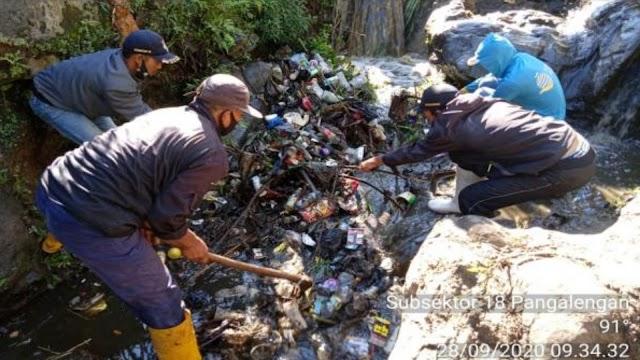 Progres Renaksi 2020, Satgas Citarum Sektor 21 Klaim Angkat Sampah Sungai Mencapai 105 Ton