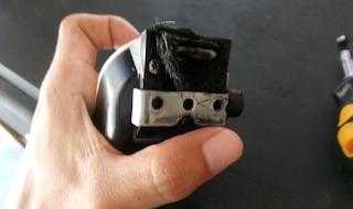 Busa penghalang rambut agar tidak masuk ke bagian badan mesin