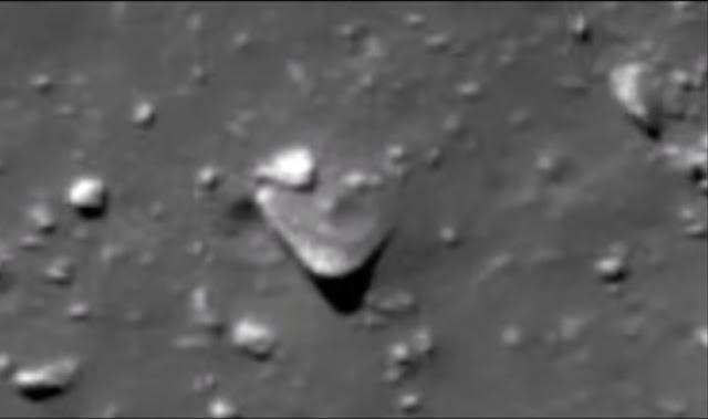 Triangle UFO on Mars.