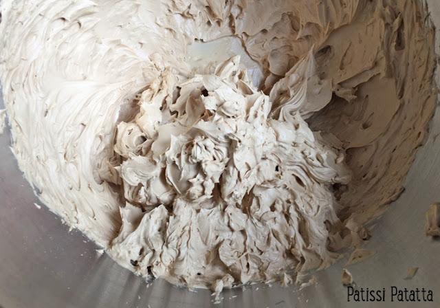 recette de layer cake, layer cake poires et réglisse, songe cake, ganache montée chocolat blanc et réglisse, ganache montée à la réglisse, crème à la réglisse, cuisiner de la réglisse, ganache chocolat praliné, gâteau à la réglisse et poires,