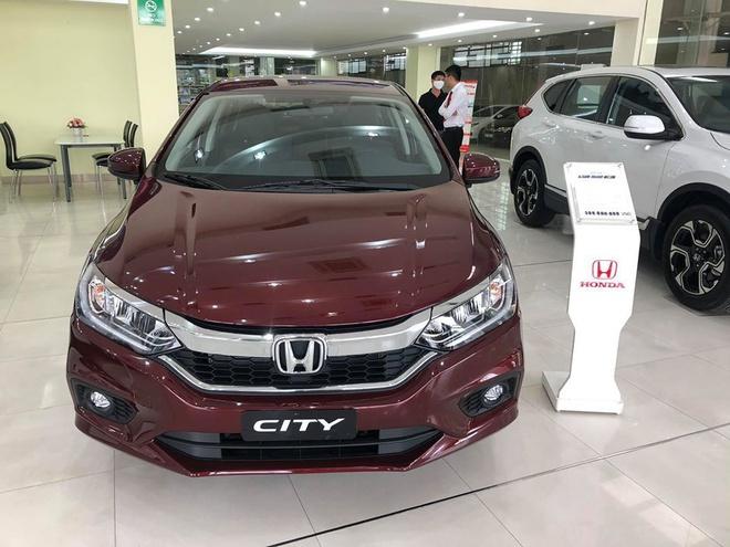 Ôtô giảm giá hơn 200 triệu để hút khách trong tháng 4