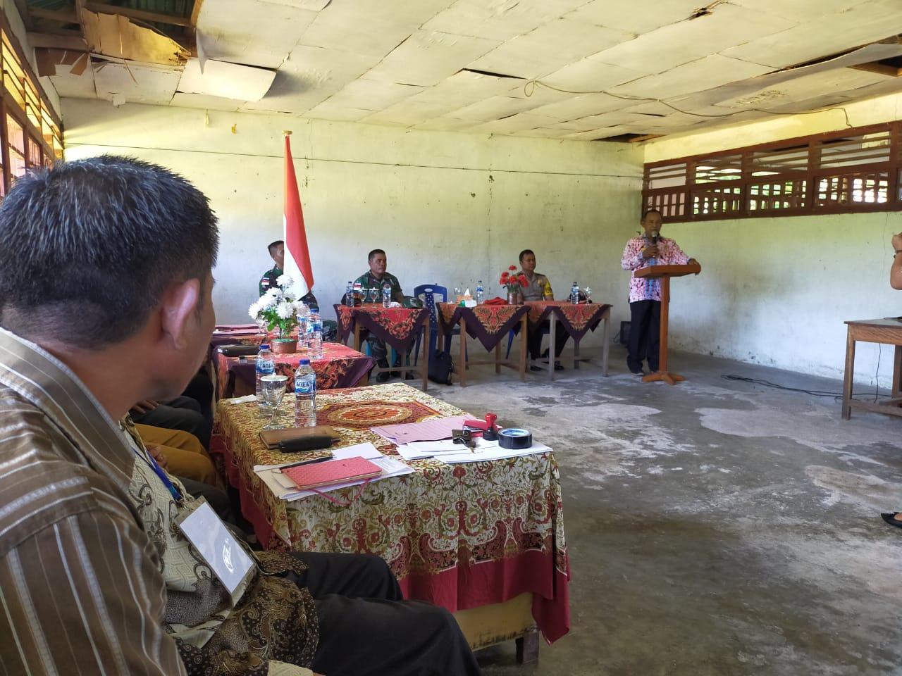 Babinsa Desa Rusoh Memimpin Karya Bhakti Pembangunan Gereja EL Betel Rusoh