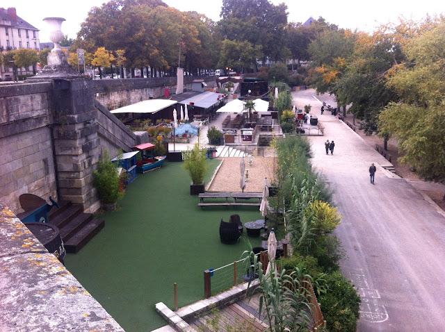 La guinguette de Tours bars on the river Loire