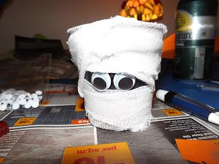 Kis múmia dísz Halloween-re