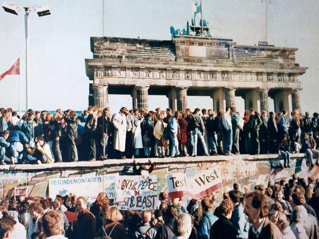 学説紹介 いかに米国はソ連に東西ドイツ統一を受け入れさせたのか