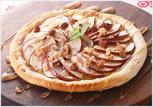 りんごとナッツのデザートピザ