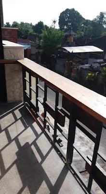 railing balkon minimalis plus kayu