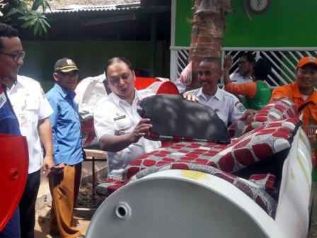 Bank Sampah Tugu Selatan Luncurkan Produk Mebeler dari Drum Bekas
