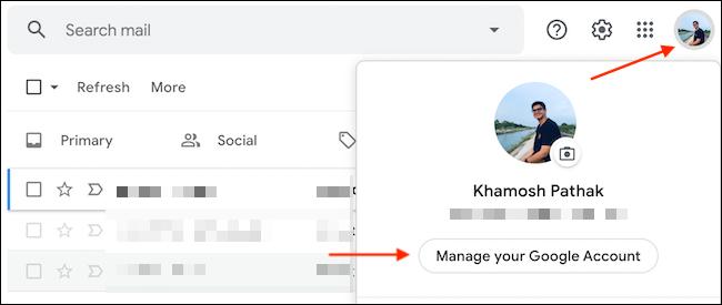"""حدد """"إدارة حساب Google الخاص بك"""" من قائمة ملف تعريف Google."""