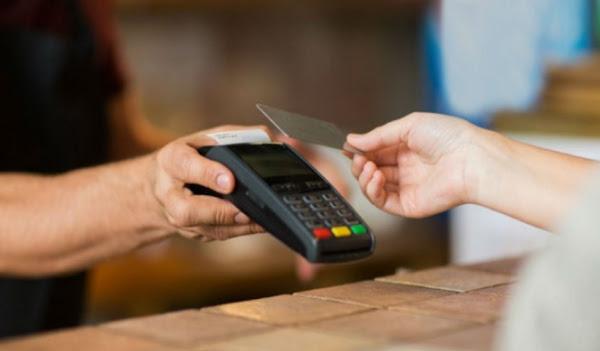 Λαμία : Έκλεψαν την  κάρτα και έκαναν …αγορές